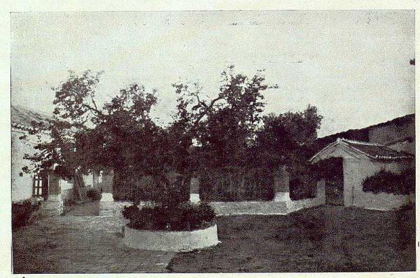 061_TRA-1923-199-Ermita de Nuestra Señora de la Bastida, jardín
