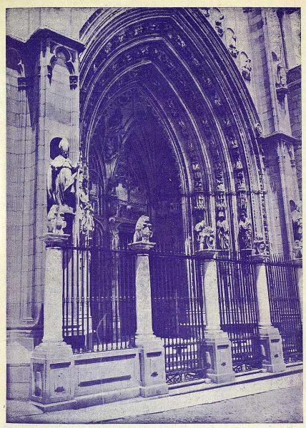 0635_TRA-1925-219-Catedral, puerta de los Leones-Foto Rodríguez