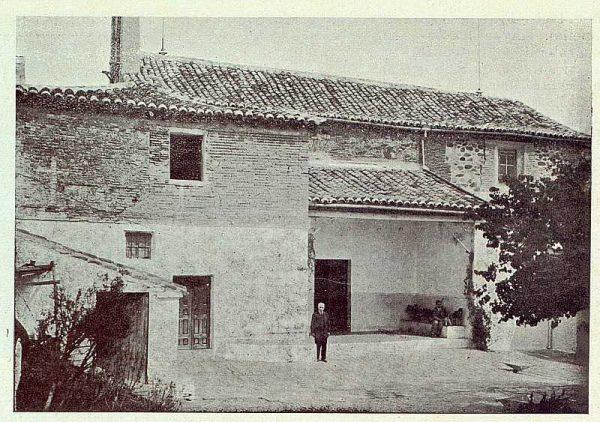 063_TRA-1923-199-Ermita de Nuestra Señora de la Bastida, patio