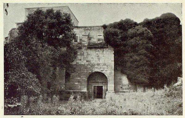0662_TRA-1925-222-Palacio de Guisando, exterior de las ruinas de la iglesia-Foto Rodríguez
