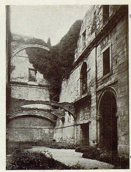 0663_TRA-1925-222-Palacio de Guisando, interior del templo en ruinas-Foto Rodríguez
