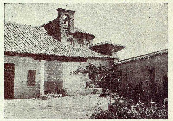 066_TRA-1927-249-Ermita de San Eugenio, patio