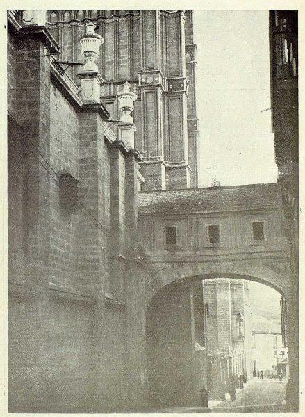 0673_TRA-1925-225-Catedral, fachada del Arco de Palacio-Foto Rodríguez