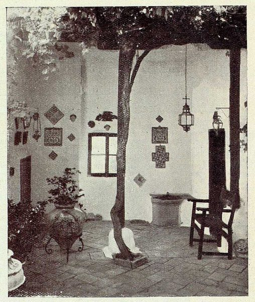 0689_TRA-1926-228-Casa de Angel Vegue Goldoni, patio clásico-Foto Rodríguez