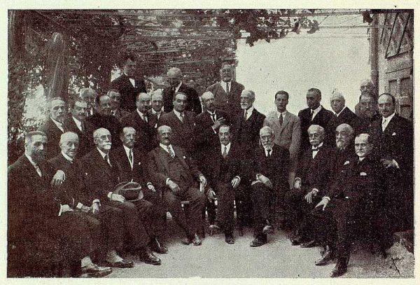 0698_TRA-1926-232-Palacio de Buenavista, miembros de la reunión de Académicos de San Fernando-Foto Rodríguez
