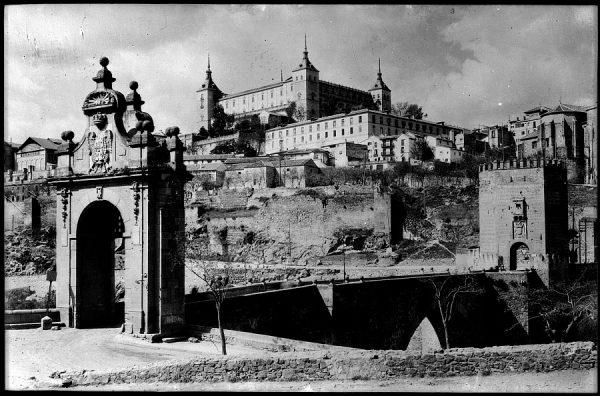 07 - 1930 ca - 184 - Toledo - Puente de Alcántara y Alcázar