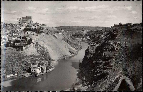 071 - Toledo - Vista parcial y río Tajo
