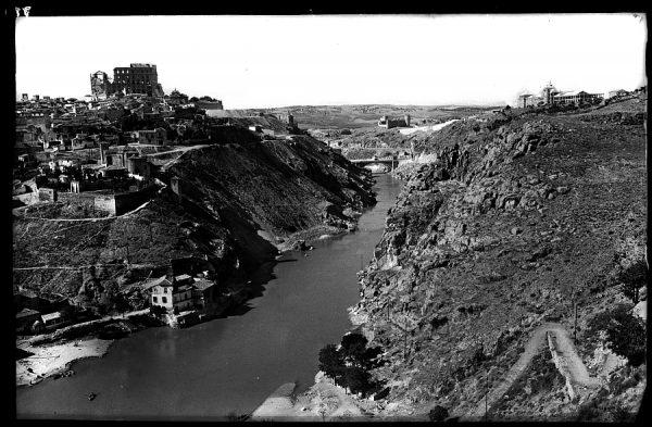 071_1 - Toledo - Vista parcial y río Tajo