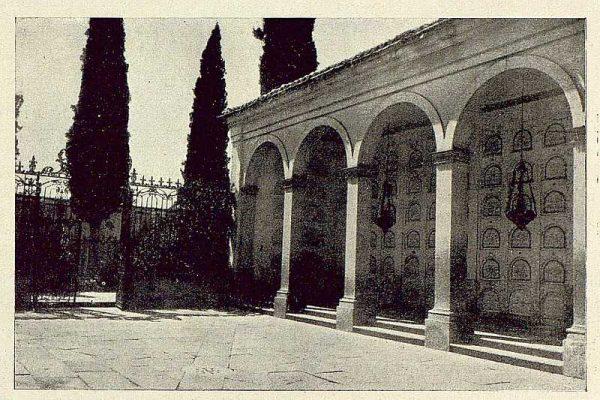 072_TRA-1929-274-Ermita del Cristo de la Vega, galería lateral-Foto Rodríguez
