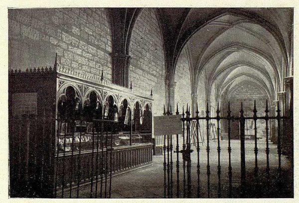 0766_TRA-1928-253-Catedral, kiosco en el claustro-Foto Rodríguez