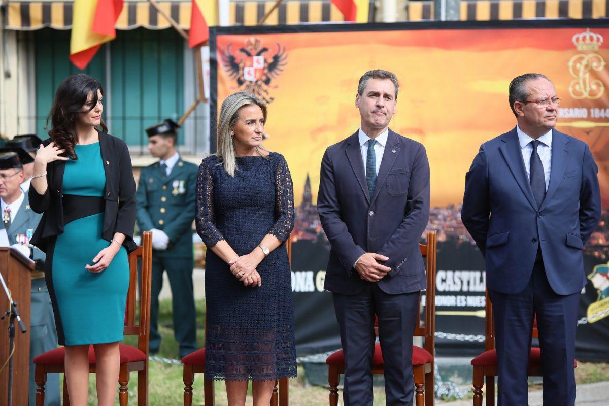 https://www.toledo.es/wp-content/uploads/2019/10/07_fiesta_nacional-1200x800.jpg. La alcaldesa felicita a todos los españoles y a la Guardia Civil en la Día de la Fiesta Nacional en el que defiende la unidad de España