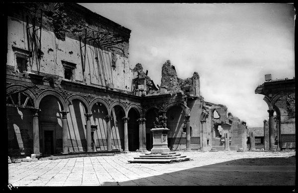08 - 1947-07-00 - 059 - Toledo - Ruinas del Alcázar