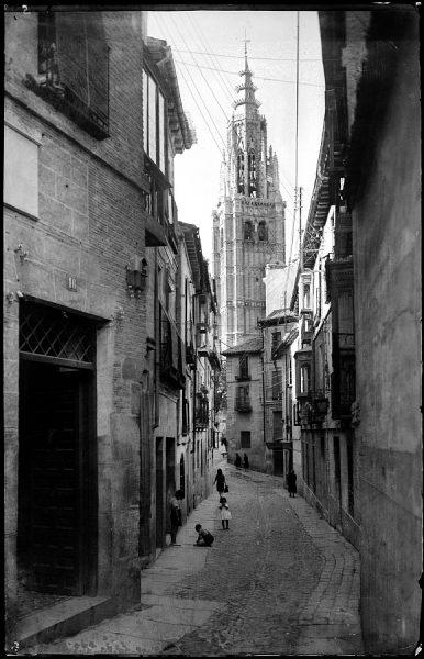 08 - 1958-06-00 - 005 - Toledo - Calle de Santa Isabel y Catedral