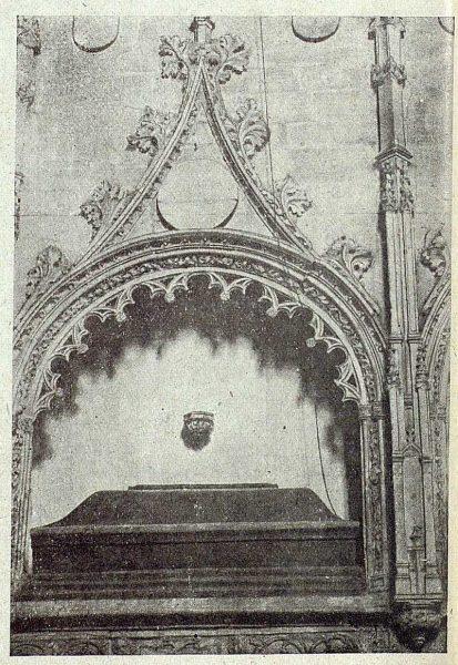 080_TRA-1919-120-Iglesia de San Andrés, sepulcro de Mariana de Rojas