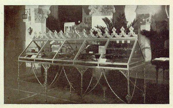 0863_TRA-1929-269-Exposición Regional de Bellas Artes e Industrias, Sinagoga de Santa María la Blanca, damasquinados toledanos-Foto Rodríguez