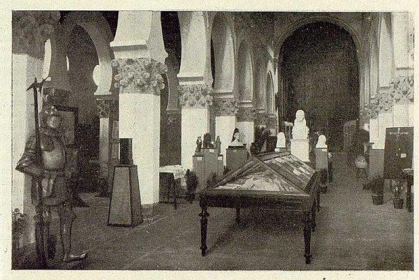 0876_TRA-1929-269-Exposición Regional de Bellas Artes e Industrias, Sinagoga de Santa María la Blanca, nave central labores y escultura-Foto Rodríguez