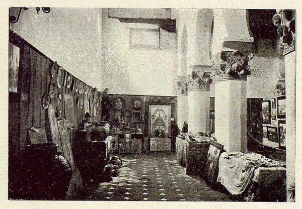 0877_TRA-1929-269-Exposición Regional de Bellas Artes e Industrias, Sinagoga de Santa María la Blanca, nave lateral cerámica y labores-Foto Rodríguez