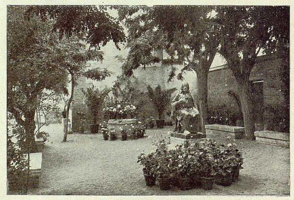 0880_TRA-1929-269-Exposición Regional de Bellas Artes e Industrias, Sinagoga de Santa María la Blanca, patio-jardín-Foto Rodríguez