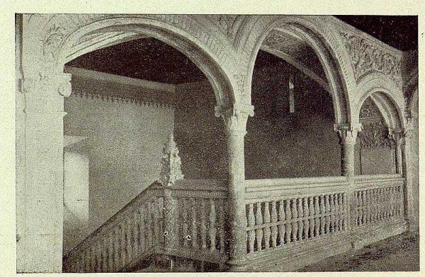 0895_TRA-1929-272-Hospital de Santa Cruz, escalera parte alta-Foto Rodríguez