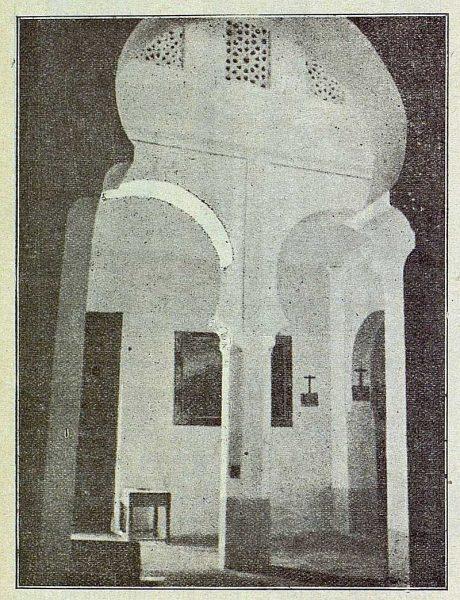 089_TRA-1917-069-Vista de la iglesia de San Lucas, interior arquerías
