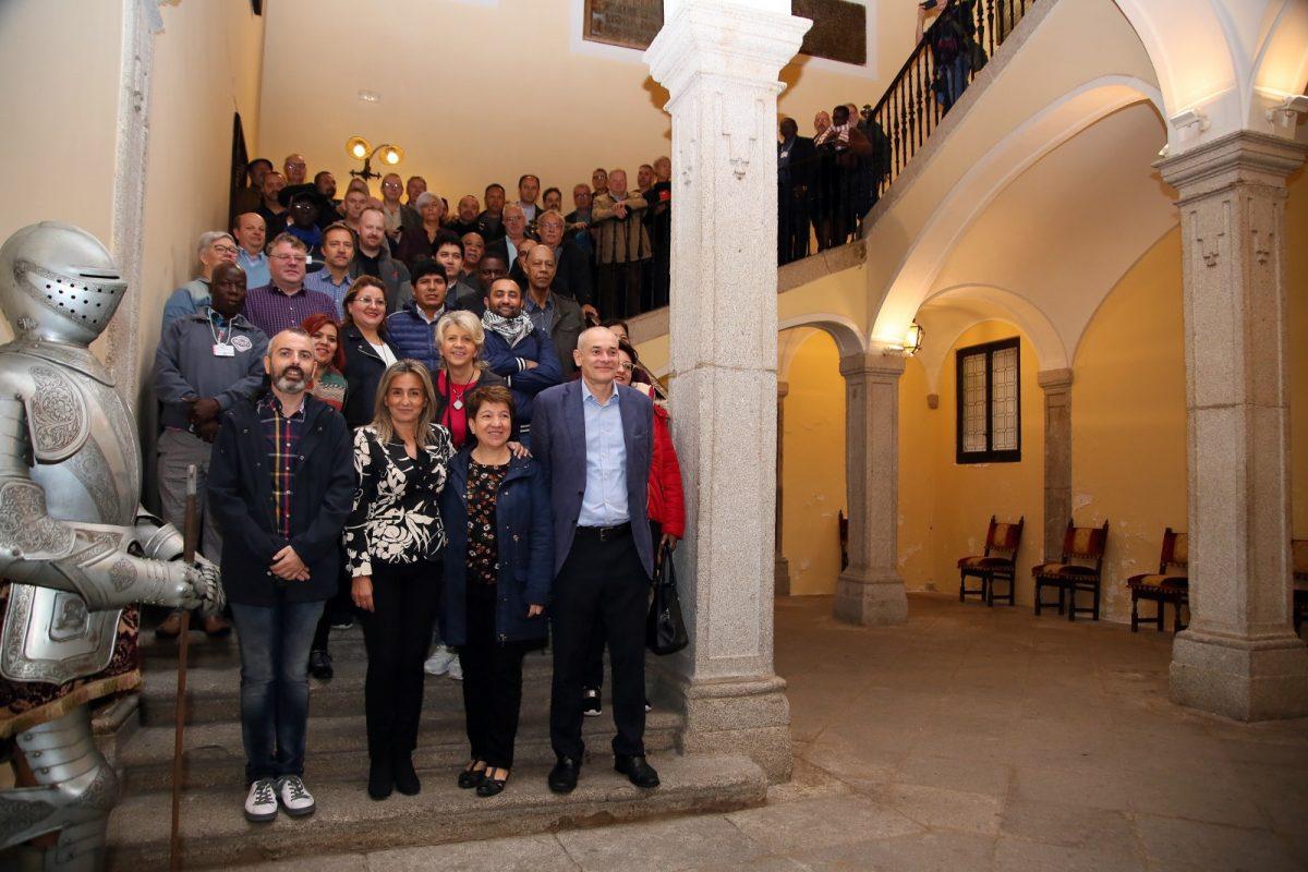 http://www.toledo.es/wp-content/uploads/2019/10/08_recepcion-artes_graficas-1200x800.jpg. La alcaldesa recibe a delegados sindicales de Artes Gráficas que celebran en Toledo su conferencia mundial y europea