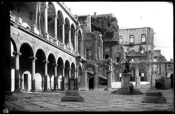 09 - 1947-07-00 - 060 - Toledo - Patio del Alcázar