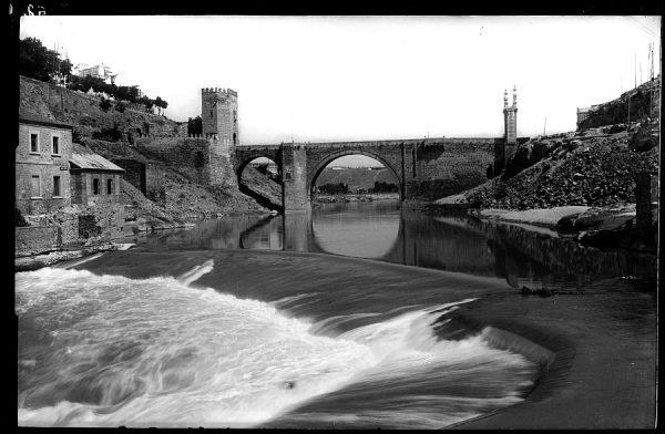 09 - 1958-06-00 - 062-2 - Toledo - Puente de Alcántara sobre el Tajo