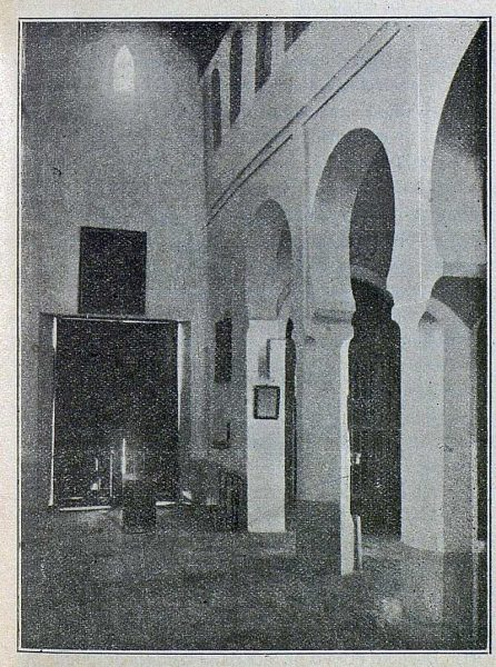 090_TRA-1917-069-Vista de la iglesia de San Lucas, interior nave central