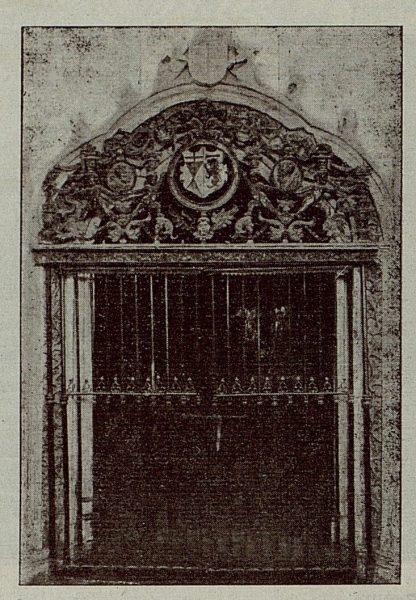 090_TRA-1921-174-La Casona del Conde de Cedillo en Toledo, entrada a la capilla
