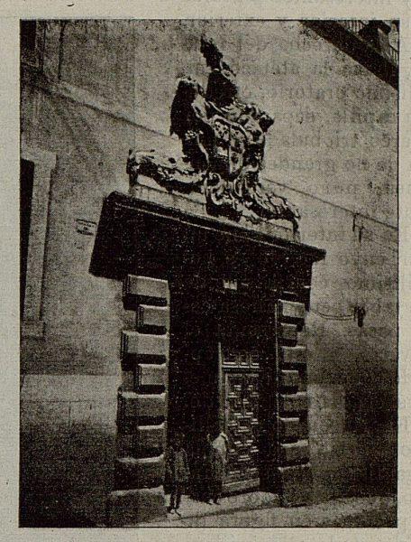 091_TRA-1921-174-La Casona del Conde de Cedillo en Toledo, puerta de entrada