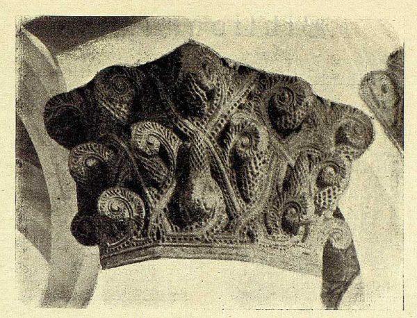 0964_TRA-1928-262-Sinagoga de Santa María la Blanca, uno de los capiteles-Foto Román