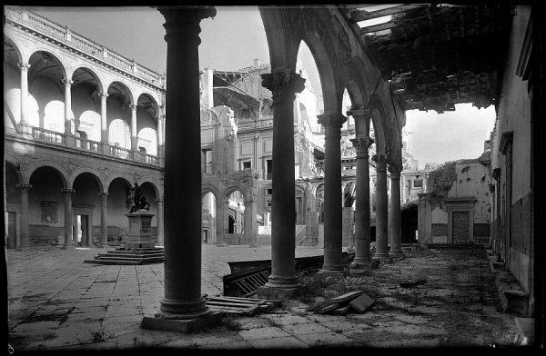 10 - 1947-07-00 - 061 - Toledo - Patio del Alcázar