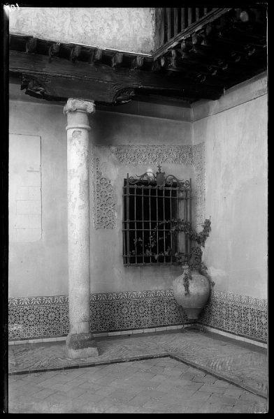 101 - Toledo - Casa del Greco. Rincón del patio
