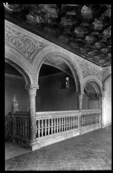 11 - 1958-06-00 - 038 - Toledo - Santa Cruz. Detalle de la escalera