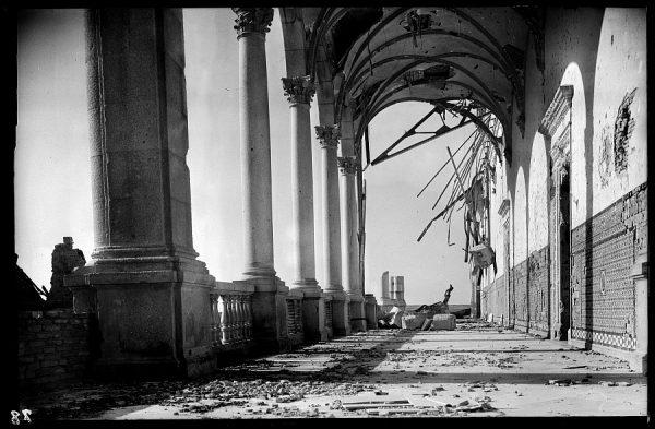12 - 1947-07-00 - 078 - Toledo - Ruinas del Alcázar