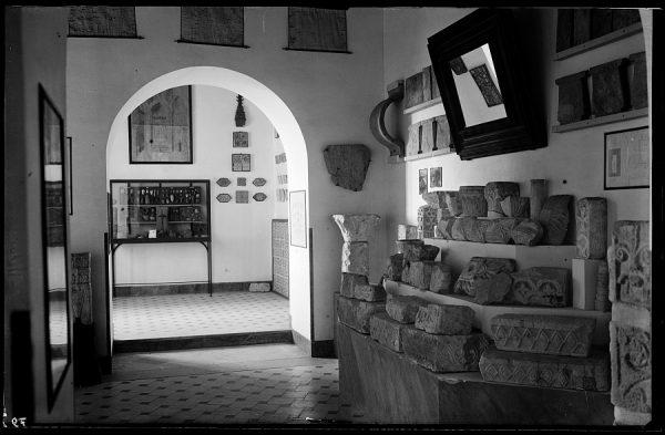 12 - 1958-06-00 - 079 - Toledo - Santa Cruz. Detalle del Museo