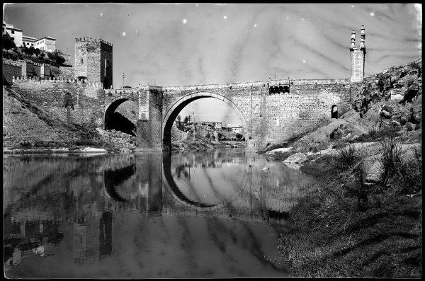 12 - 1961-04-00 - 097 - Toledo - Puente de Alcántara sobre el Tajo