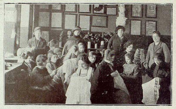 124_TRA-1921-164-Escuela de Artes y Oficios, taller de labores y encajes