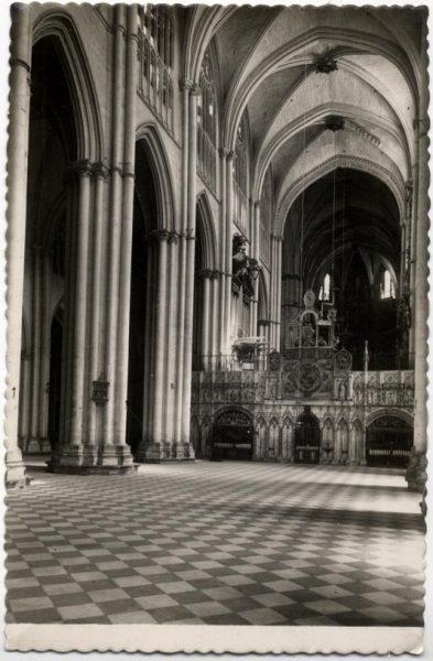 129 - Toledo - Catedral. Nave central y Trascoro