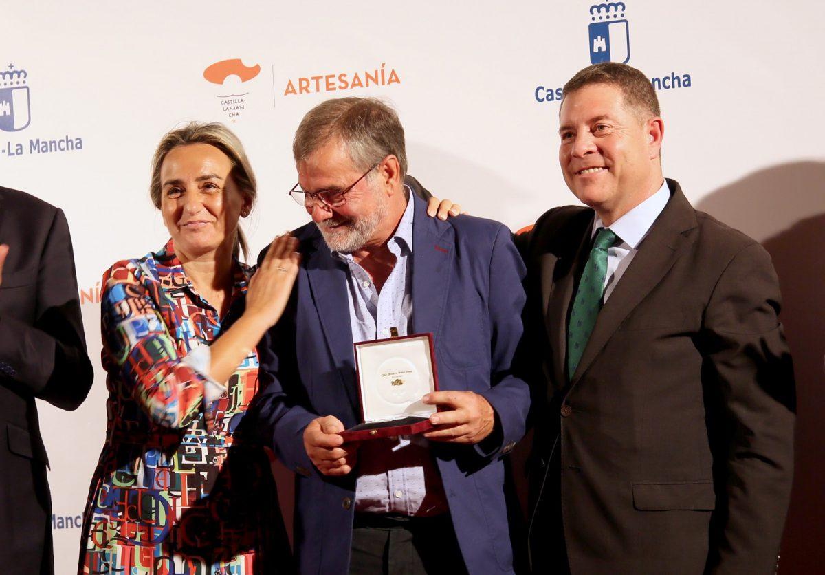 http://www.toledo.es/wp-content/uploads/2019/10/12_premios_artesanos-1200x836.jpg. Milagros Tolón asiste a la entrega de Premios al Mérito Artesano, que reconoce la labor del espadero toledano Antonio Arellano