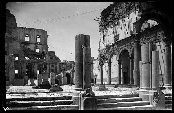 13 - 1947-07-00 - 091 - Toledo - Ruinas del Alcázar