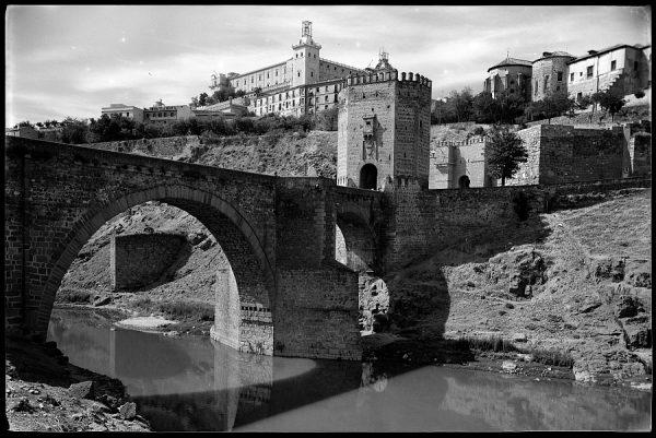 13 - 1961-04-00 - Toledo - Puente de Alcántara
