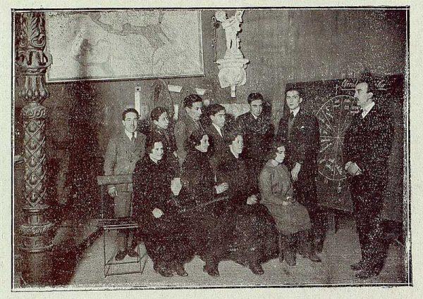 138_TRA-1921-168-Escuela de Artes y Oficios, clase de historia del arte