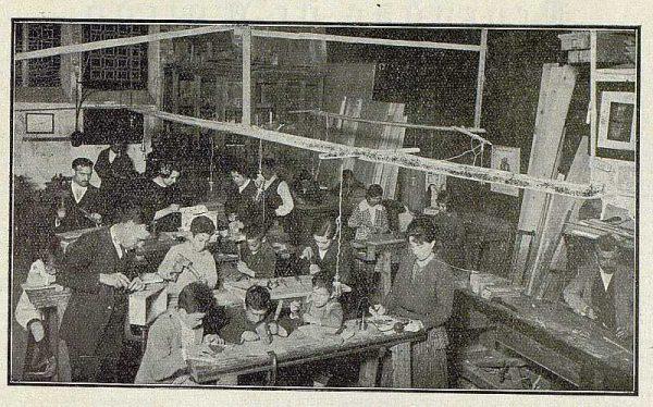 143_TRA-1921-170-Escuela de Artes y Oficios, taller de carpintería y talla artística-Foto Rodríguez