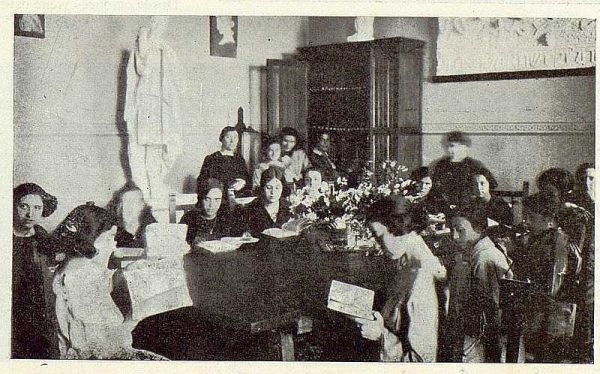147_TRA-1923-194-Escuela Normal de Maestras, alumnas en la biblioteca-Foto Rodríguez