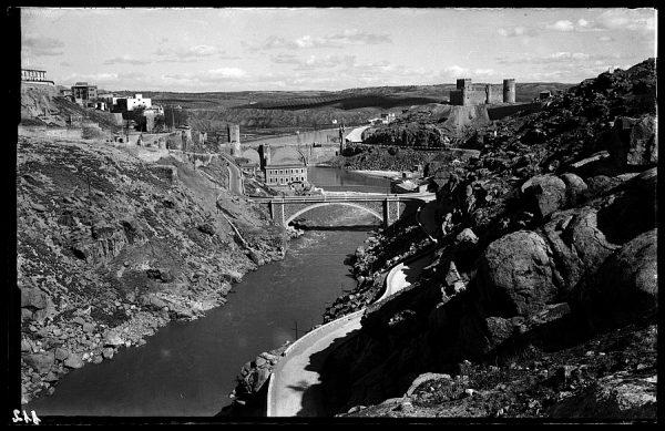 15 - 1952-11-00 - 112 - Toledo - Río Tajo