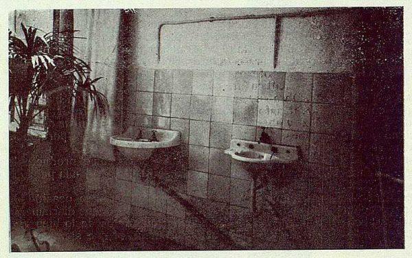 150_TRA-1923-194-Escuela Normal de Maestras, cuarto de higiene-Foto Rodríguez