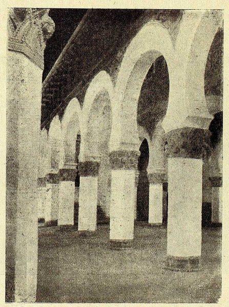 152_TRA-1928-262-Sinagoga de Santa María la Blanca, detalle del interior-Foto Román