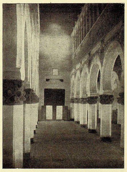 154_TRA-1928-262-Sinagoga de Santa María la Blanca, nave central-Foto Román