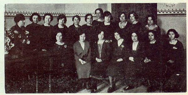 156_TRA-1923-194-Escuela Normal de Maestras, profesoras y alumnas de cuarto año-Foto Rodríguez